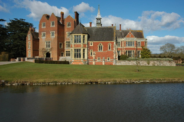 This image has an empty alt attribute; its file name is madresfield_court_-_geograph.org_.uk_-_1764467.jpg